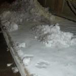 Sneeuw opgehoopt door een sneeuwschuiver